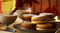 Caramel Sandwich Biscuits (alfajores) - uses only yolk of egg Gourmet Recipes, Sweet Recipes, Dessert Recipes, Delicious Desserts, Dinner Recipes, Buttery Biscuits, Cookies Et Biscuits, Sbs Food, Fruit Bread