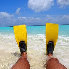 Good morning. Let's go! #snorkeling #maldives #maldivas #islasmaldivas #kunfunadhoo #vacation #vacaciones #beach #playa #legs #sea #clouds #cloudporn #sun #goodmorning #buenosdias #bomdia #buongiorno #sunrise #paradise #instatravel by marcostoscani