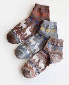 Show your Love of alpaca with these cute socks!  Cute Ankle height cotton socks featuring our favorite camelids and decorations.