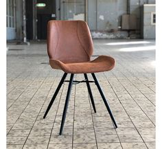The industrial dining chair Barrel is the perfect dining chair for a tough and industrial interior. The combination of leather and metal makes it very stylish! Upholstered Dining Chairs, Dining Chair Set, Dining Room, Industrial Dining Chairs, Industrial Interiors, Recycled Leather, Scandinavian Interior, Interior Styling, House Design