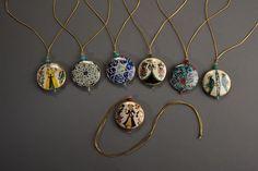 Suna ve İnan Kıraç Vakfı Kütahya Çini ve Seramikleri Koleksiyonu'ndan ilham alınarak tasarlanmış kolyeler | Necklaces inspired by the Suna and İnan Kıraç Foundation Kütahya Tiles and Ceramics Collection.