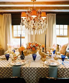 love the cobalt blue accents ciao! newport beach: Thanksgiving Tables