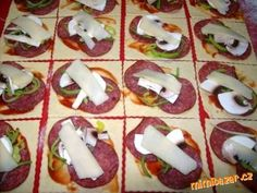 Caprese Salad, Sushi, Pizza, Ethnic Recipes, Hampers, Alcohol, Insalata Caprese, Sushi Rolls