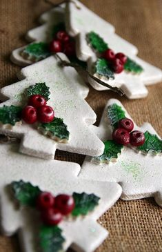 90 Christmas salt dough ideas that you can easily imitate with children - living ideas and decoration - You can make red berries from the salt dough and drill a small hole or use jewelry pearls - Salt Dough Christmas Decorations, Christmas Crafts For Kids, Xmas Crafts, Diy Christmas Ornaments, Christmas Photos, Felt Christmas, Tree Decorations, Homemade Christmas Crafts, Handmade Christmas