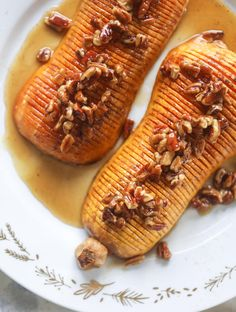 This hasselback butternut squash is perfect for Thanksgiving - and you can easily make it two ways! We have a maple pecan hassleback butternut squash and a brown butter sage hasselback butternut squash. Delicious! I howsweeteats.com #hasselback #butternutsquash Vegetable Recipes, Vegetarian Recipes, Cooking Recipes, Healthy Recipes, Vegan Vegetarian, Healthy Food, Cooking Time, Keto Recipes, Healthy Eating