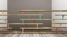 Estantería con escuadras alternadas como soporte, en vez de ir fijadas al muro.  LATO B , por TESTE DI LEGNO, Mobiliario IKEA reinterpretado.