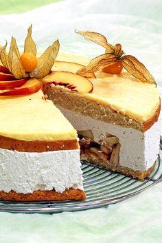 tort cu mere ,frisca, physalis si nectarine