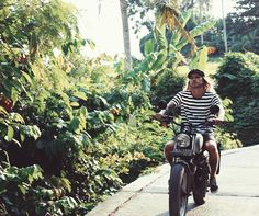 WEEKEND ON WHEELS ✖️[ MAVERICKS TEE • BLACK WHITE STRIPE ] @arttumikael nakenthelabel#nakenthelabel #naken #weekend #roadtrip #motorbike #deus #travel #menswear #clothing #mensfashion #street #style #canggu #explore #bali #adventure #happy #saturday #bike #ride #goodtimes #happydays #stripes #tee #palmtrees #getaway #smile #guguide #thebalibible