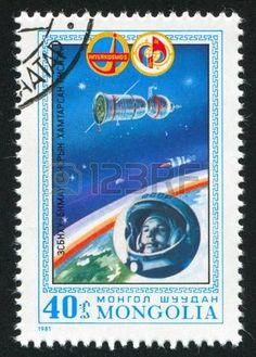 MONGOLIE - CIRCA 1981: timbre imprim� par la Mongolie, montre Vostok I, Youri Gagarine, circa 1981 photo