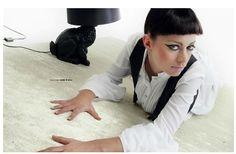 Tappeto Glamm collection in rayon 170x240 bianco  ART. DSJ-GLAMBI170240     Il tappeto è il complemento d'arredo per eccellenza.  La qualità e il design sono il punto di forza di questa linea di tappeti.  Realizzati con i migliori standard di qualità conferiscono all'ambiente in cui vengono posizionati un tocco di classe.  Composizione vello: 100% rayon  Dimensioni: 170X240  Colore: bianco