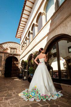 NOVIA ANDINA - Atelier Carlos Vigil Mexican Fancy Dress, Mexican Outfit, Mexican Dresses, Mexican Wedding Dresses, Mariachi Wedding, Charro Wedding, Mexican Wedding Traditions, Mexican Themed Weddings, Latin Wedding