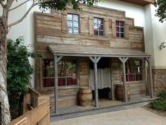I would love a wall built in my outdoor area, like a old Saloon...