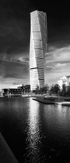 Santiago Calatrava, Turning Torso, 2005, in Malmö, Sweden