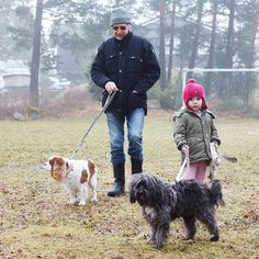 Don't forget to bring a present when you visit grandpa  #dog #petfancy #dogs #petstagram #instadog #petsagram #doglover #dogs_of_instagram #instagramdogs #pup #ilovemydog #honden #sofienbergparken #oslove #pup #ilovemydog #honden #hunden #instapuppy #lovedogs #mypets #shoping #minikpatiler