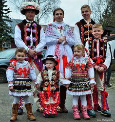 ždiarsky kroj - veľkonočné tradície foto: Irenine Prhotoraphy Slovakia Folk Fashion, Fashion Art, European Dress, Costumes Around The World, Folk Dance, Ethnic Dress, Group Costumes, Folk Costume, Beautiful Patterns
