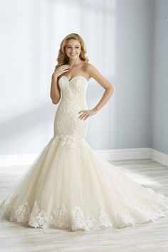 b0e4290d30ba This classic, sweetheart neckline mermaid style has been updated with  beautiful floral and lattice lace with soft sparkle. A full, mermaid skirt  made of ...