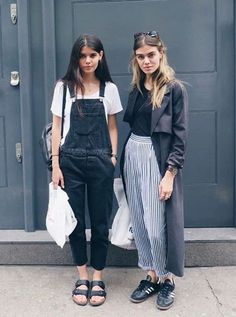 Overalls and stripes - perfect for transitional dressing. Love the casual vibes of this outfit! Great spring look ❤️ Mode Outfits, Casual Outfits, Fashion Outfits, Fashion Trends, Grunge Outfits, Looks Street Style, Looks Style, Moda Fashion, Womens Fashion