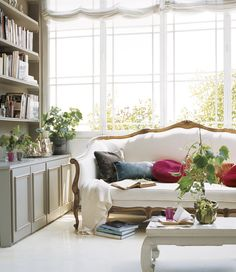 Daily Dream Decor: Three tips for a dreamy home Decor, Home And Living, French Sofa, Furniture, Interior, Dream Decor, Home Decor, House Interior, Room