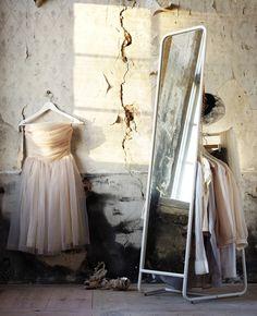 Espejo Knapper en una habitación con un vestido de ballet