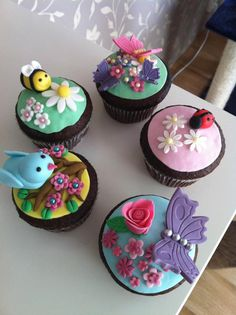 Spring cupcakes by Zilla's Cupcakes