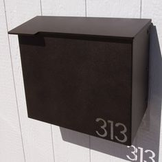 Custom House Number Mailbox No. 1711 Wrap-Front in Powder Coated Aluminum Modernist Edition door ModaIndustria op Etsy https://www.etsy.com/nl/listing/228326737/custom-house-number-mailbox-no-1711-wrap