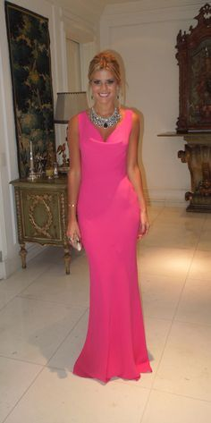 Lalá Rudge veste Valentino pink, boa idéia para quem procura vestido para convidada de casamento.
