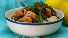 Looking for a dinner idea that's healthy and packed with flavor? Enjoy thisLemon Chicken & Asparagus...