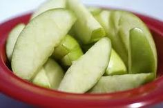 Mom Tip: Tired of you sliced apples turning brow before it's time to eat them – then you will love this tip – After you slice your apple, soak the slices in Sprite, 7-up, or Gingerale for 10 to 15 minutes . Then remove the slices, place them on a paper towel, and blot them dry. You can then put them into baggies or small storage containers to eat later.