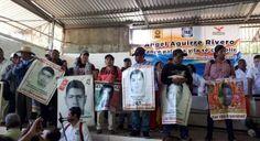 ¡Asesino!, gritan padres de los 43 a ex gobernador de Guerrero; quiere ser diputado federal y era su arranque de precampaña | El Puntero