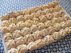 Bredele with brown sugar and praline sugar - HQ Recipes Poppy Seed Cookies, Czech Recipes, Raspberry Cake, Shaped Cookie, Bread Rolls, Holiday Cookies, Graham Crackers, Pain, Quick Easy Meals