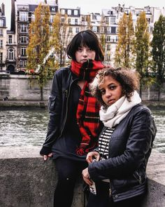 Las primas en París. @tefiminishala @campoultraprofundo  #paris #girls #autumn