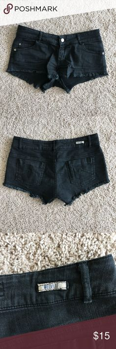 Brandy Melville black denim cut off shorts Brandy Melville black denim cut off shorts fairly short in length for someone my age Supposed to be one size, but fits like a 25 Great condition Brandy Melville Shorts Jean Shorts