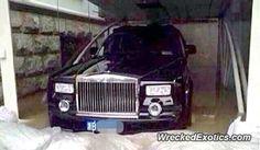 Rolls-Royce Phantom crashed in Ningbo, China