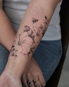 Bee And Flower Tattoo, Plumeria Flower Tattoos, Black And White Flower Tattoo, Vintage Flower Tattoo, Simple Flower Tattoo, Forearm Flower Tattoo, Flower Tattoo Shoulder, Lace Tattoo, Tatoo Art