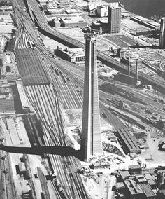 """oldcanada: Toronto, ON September 1973 Construction of the CN Tower "" Toronto Cn Tower, Toronto City, Downtown Toronto, Toronto Skyline, Torre Cn, Scarborough Toronto, Quebec, Toronto Ontario Canada, Der Bus"