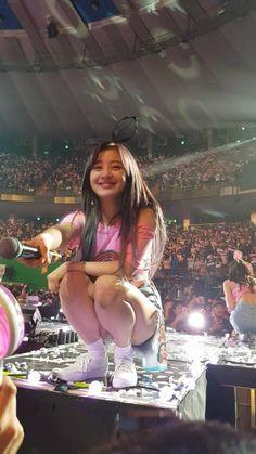 This was the exact moment when the person in front of Jihyo had a heart attack.愼 ☼ ριητεrεsτ policies respected.god in flesh K Pop, Kpop Girl Groups, Korean Girl Groups, Kpop Girls, Nayeon, Sexy Bikini, Bikini Girls, Jihyo Twice, Dahyun