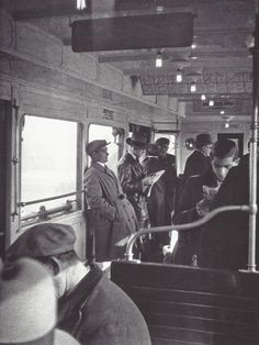 fantomas-en-cavale:  Gaston Paris- Dans une rame du métro aérien, Paris, fin des années 1930.