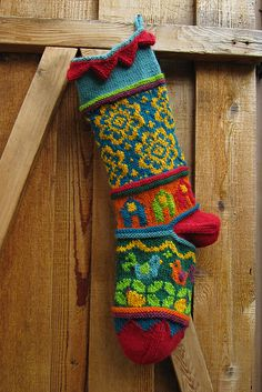 Free pattern ♥ up to 5000 FREE patterns to knit ♥… Knit Stockings, Knitted Christmas Stockings, Christmas Knitting, Crochet Quilt, Knit Or Crochet, Crochet Socks, Knitting Projects, Crochet Projects, Knitting Patterns