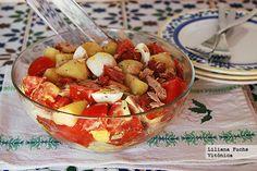 Receta saludable de ensalada de patata con tomate y atún. Con fotografías del paso a paso, consejos y sugerencias de degustación. Recetas de...