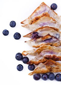 Crispy Banana Blueberry Chocolate Wontons... omg.. my two fav fruits in a yummy wonton.. Can't wait to make these one day.