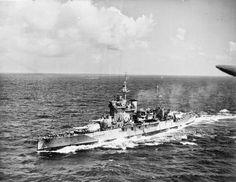 HMS Warspite (03) - Corazzata classe Queen Elizabeth - Entrata in servizio8 marzo 1915 - Dislocamento(alla costruzione) 33.410 Lunghezza(globale) 195 m (con passeggiata di poppa) 196,5 (linea di galleggiamento) 183 m Larghezza27,6 m Pescaggio9,2 m - Velocità24 nodi  (44,4 km/h) Autonomia8.600 n.mi. a 12,5 nodi (15.900 km a 23 km/h) 3.900 nm a 21 nodi (7.222 km a 42,6 km/h) 3.300 t di petrolio, 100 t di carbone Equipaggio925 a 1.220 - Radiata nel 1945 Foto in the Indian Ocean.