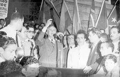 Oswaldo Aranha discursa por ocasião do rompimento de relações com o Eixo, 1942. Rio de Janeiro (RJ). (CPDOC/ OA foto 257/2)