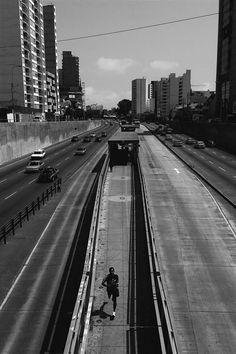 """""""Un'altra corsa Domenica"""",Paseo De La Republica Con Av. 28 De Julio, Lima, 3° riScatto urbano di Eric Herrera. Saranno conteggiati i mi piace al seguente post: https://www.facebook.com/photo.php?fbid=10152969850971816&set=o.170517139668080&type=3&theater"""