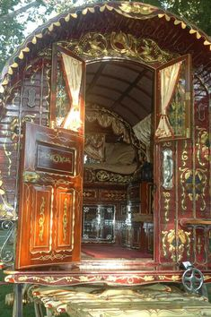 Gypsy wagon -- had to pin...look how ornate and beautiful!