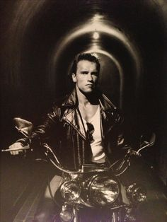 The Terminator Arnold Schwarzenegger King Kong, Arnold Schwarzenegger Body, Arnold Motivation, Man In Black, Terminator Movies, Bodybuilding, Cinema, Ibiza, Retro