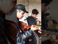 Inocente´s: Menino em cadeira de rodas cantando maravilhosamen...