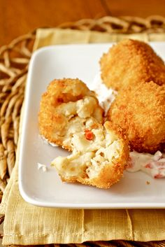 Pimento Mac and Cheese Bites! A blues inspired dinner party has to be more about hearty small bites than an extravagant sit down meal. Fried Mac And Cheese, Mac And Cheese Bites, Mac Cheese Recipes, Pasta, Mini Foods, Appetizers For Party, I Love Food, So Little Time, Delish