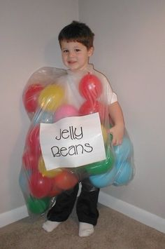 easy bag of jelly beans costume with balloons and plastic bag #Halloween #costumes #frugal #DIY