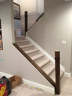 Check out this exciting photo - what a clever innovation Basement Steps, Diy Stairs, Banisters, Staircase Railings, Finishing Basement, Finishing Stairs, Diy Staircase, Diy Stair Railing