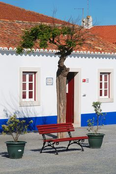 Portuguese Culture, Exterior Paint, Windows And Doors, Colonial, Pergola, Places To Visit, Villa, Cottage, Outdoor Structures